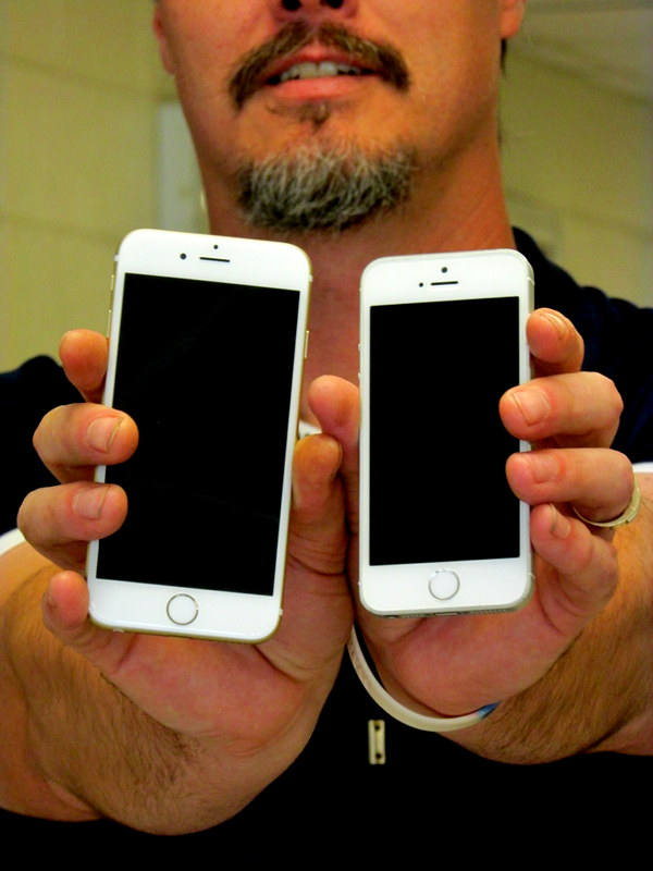 The biggest difference between the two phones: The iPhone 6 has a bigger screen.
