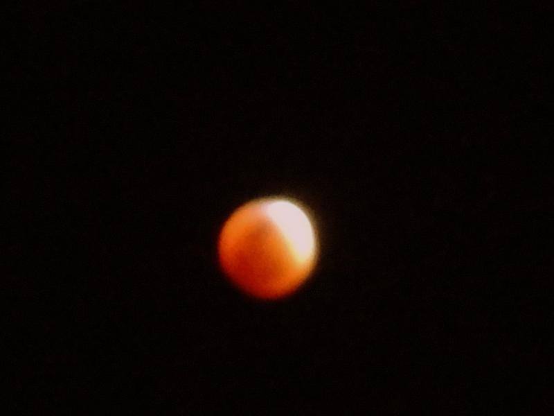 The red moon that showcased Rayleigh's scattering on the night of Sept. 27.