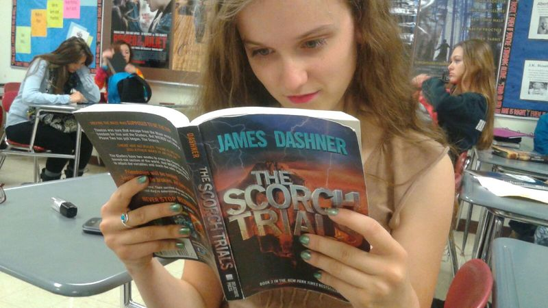 Sophomore+Charlee+Pniewski+enjoys+the+book+%22The+Scorch+Trials%22+before+going+to+see+it+in+theaters.