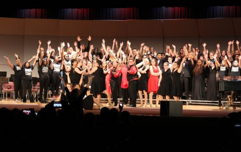 Choir and band perform in Christmas collage concert