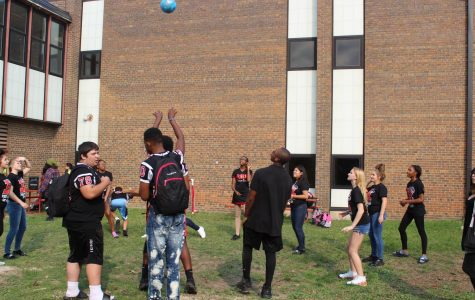 LINK Crew kicks off school year with freshmen tailgate party
