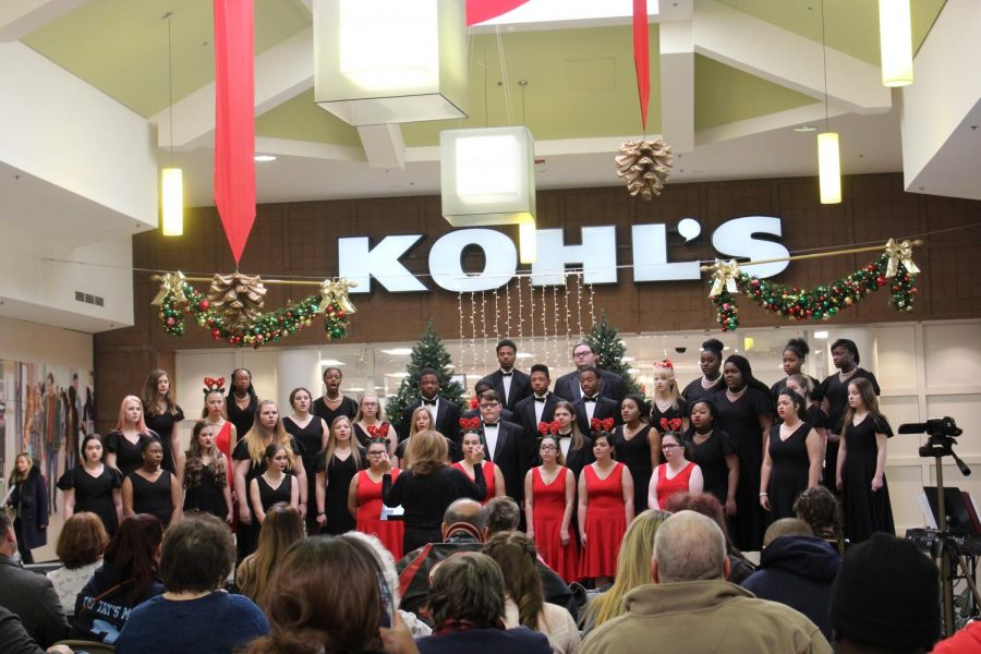 Choir+performs+at+Macomb+Mall