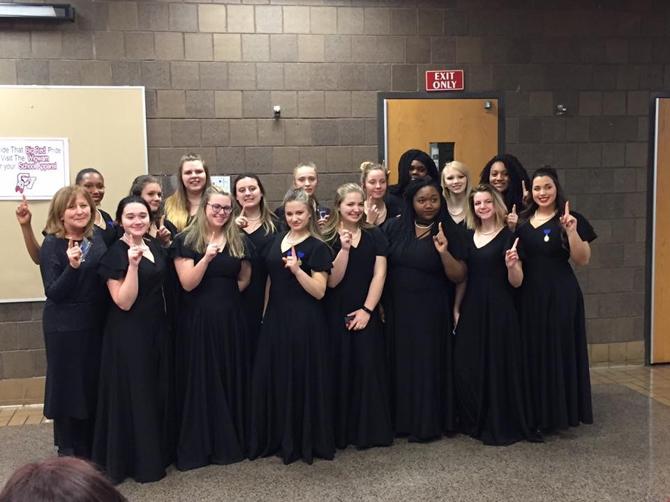 Symphonic choir girls posing after their one.