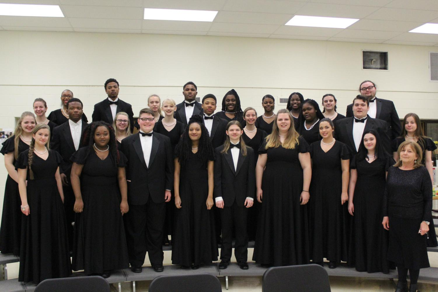 Symphonic choir poses for a picture before heading off to Choral Festival