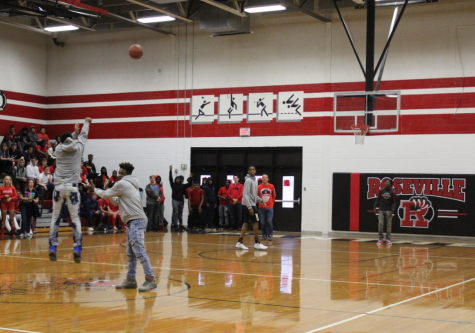 Seniors celebrate final pep assembly