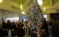 RHS students welcome Santa to Macomb Mall