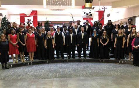 Symphonic choir performs at Macomb mall