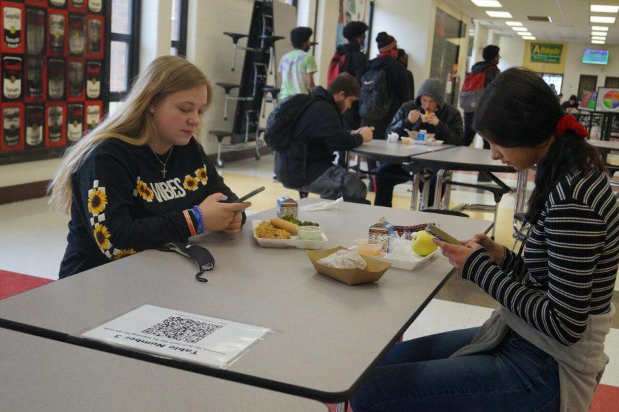 Senior Dakoda Inscho enjoys lunch with freshman Cheyenne Dunlap.